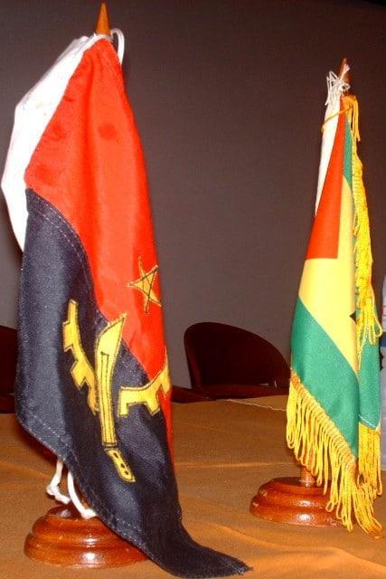 bandeiras-de-angola-e-stp.jpg