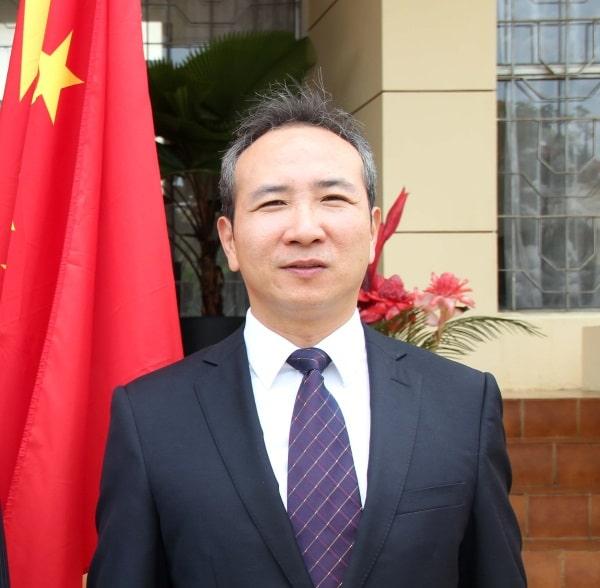 encarregado negócios da china