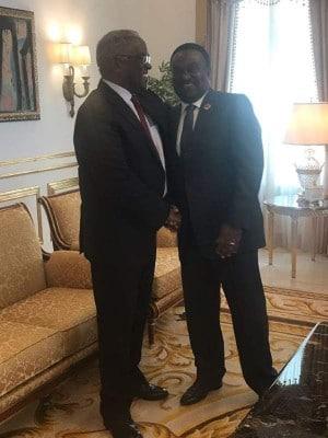 Poder político angolano reúne com Pinto da Costa